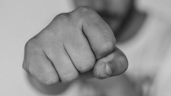 Kicker schlagen Gegner krankenhausreif