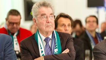 ASV13 beschenkt Ex-Präsident Heinz Fischer