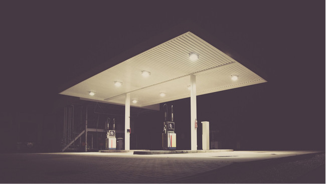filling-station-1839760_1920