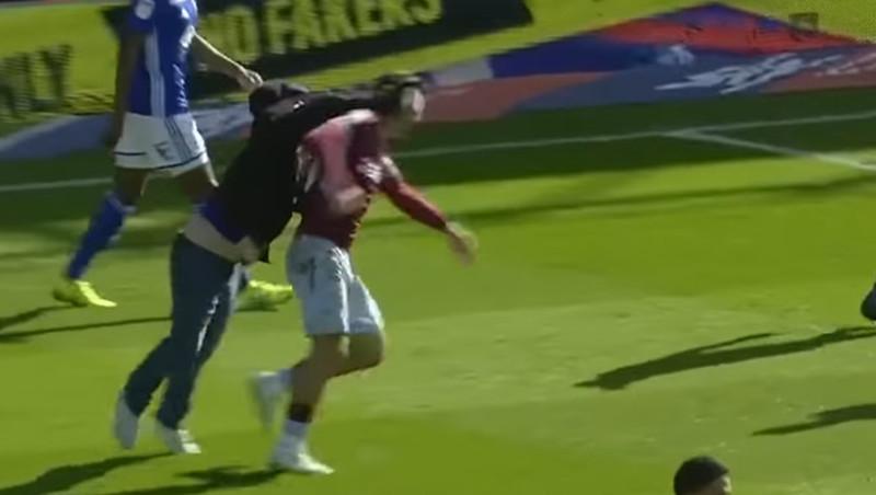 Unglaubliche Fan-Attacke in England