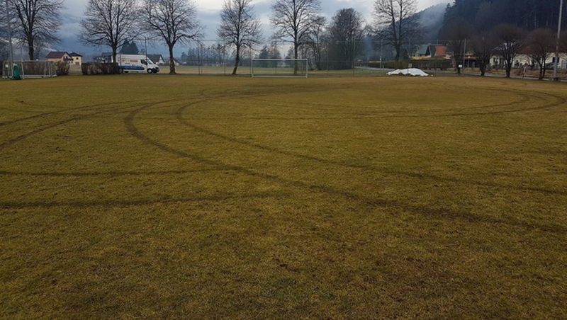 Rothenthurn: Trainingsplatz beschädigt