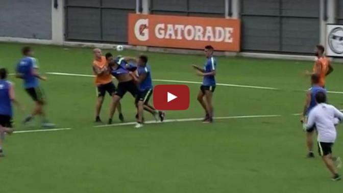 VIDEO: Schlägerei im Training