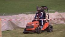 Rasenmäher-Rennen mit Hans Sarpei