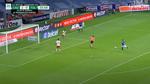 Video: Schiedsrichter verhindert klaren Treffer