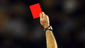 Unterhaus-Verein zeigt Rassismus Rote Karte