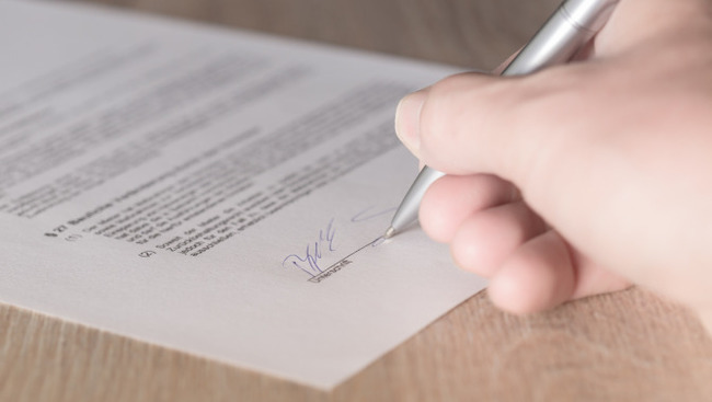 Unterschrift Vertrag Transfer Wechsel 2