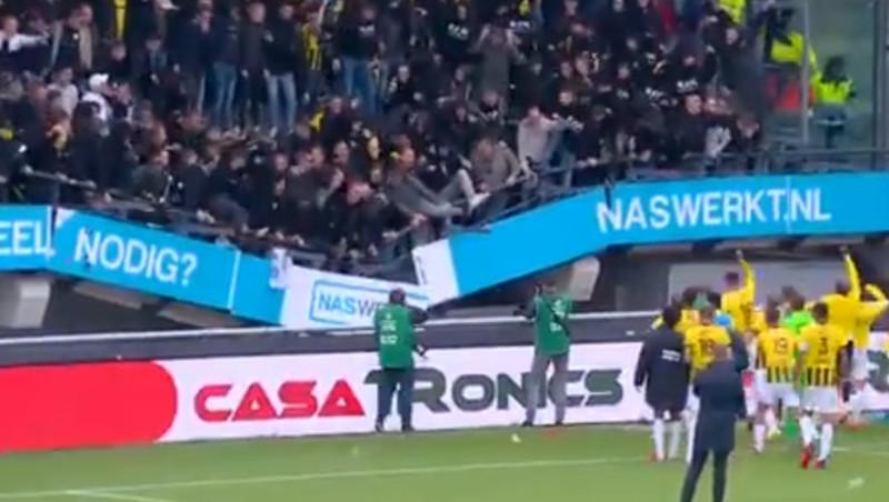 VIDEO: Tribüne mit Fans bricht zusammen